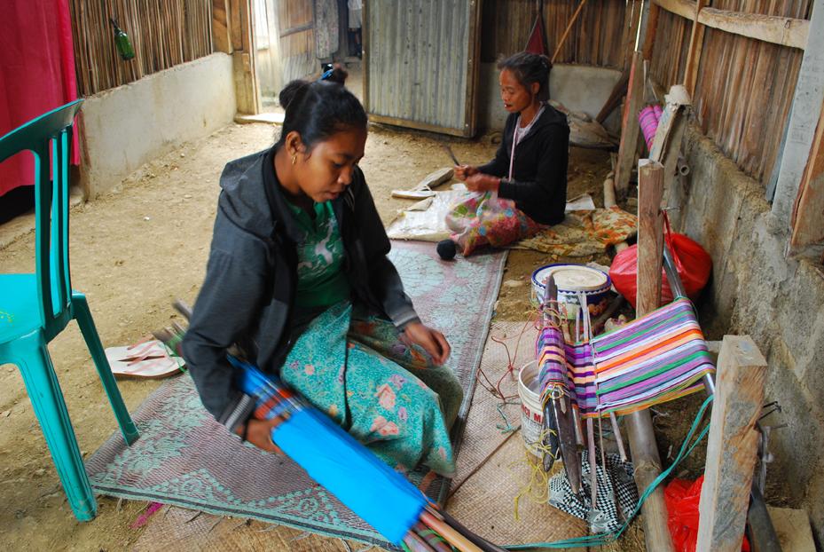 社会連帯省の支援による織物工房